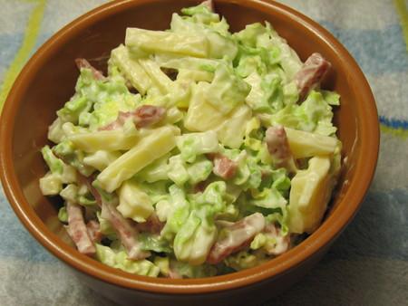 салат с копченой колбасой и китайской капустой