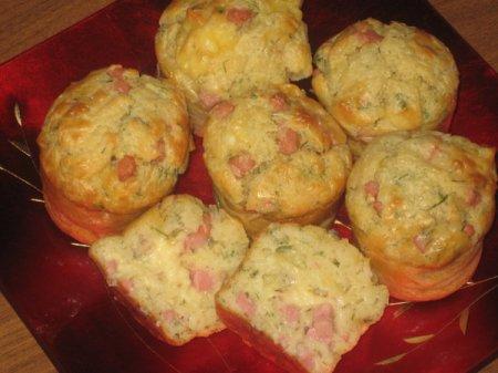 Рецепт Маффины закусочные с колбасой и сыром