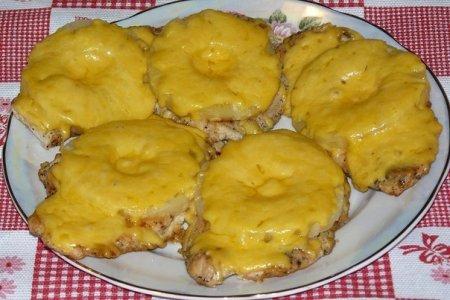 Рецепт Куриные отбивные с ананасом и сыром