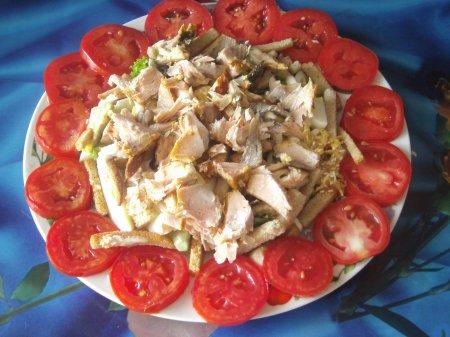Рецепт Салат из красной рыбы с сухариками
