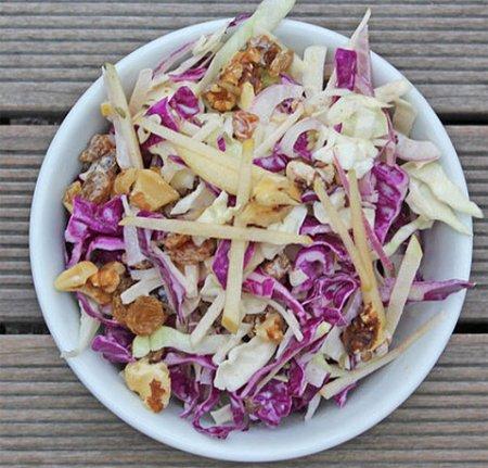 Рецепт Салат из яблок и красной капусты