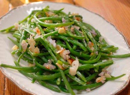 Рецепт Салат из стручковой фасоли с жаренным миндалем