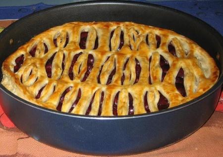 Рецепт Слоеный пирог с вишней