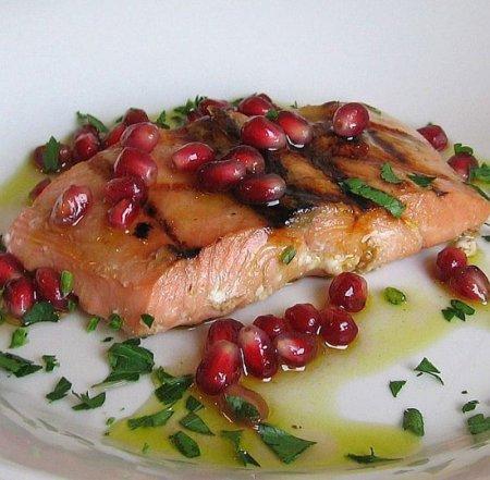 Рецепт Жареный лосось в гранатовом соусе