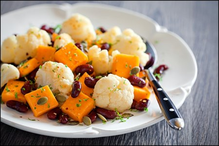 Рецепт Салат с тыквой, цветной капустой и фасолью