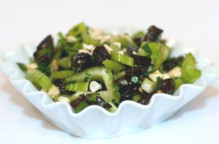 Рецепт Салат из сельдерея и чернослива - для похудения
