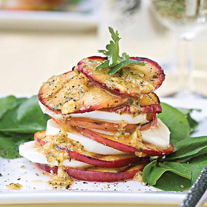 Рецепт Салат с жареными персиками и моцареллой