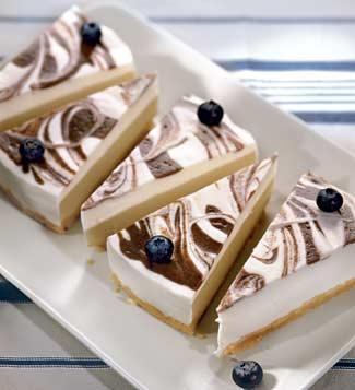 Рецепт Черничный мраморный торт