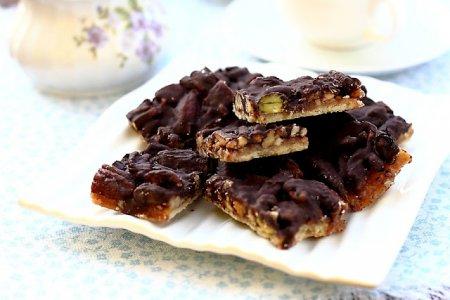 Рецепт Песочное печенье с орехами, сливочной ириской и шоколадом