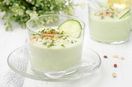 Рецепт Холодный суп из огурца, авокадо и йогурта