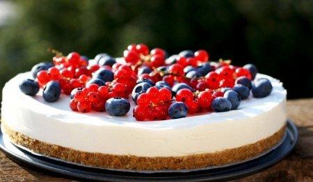 Рецепт Легкий летний чизкейк с ягодами