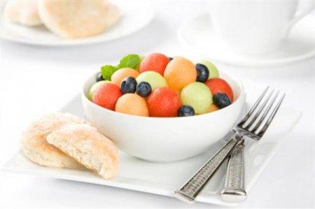 Рецепт Салат из дыни, арбуза и черники