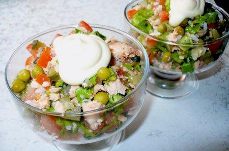 Рецепт Салат из отварной рыбы с овощами и рисом «Калейдоскоп»