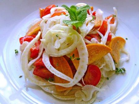 Рецепт Салат из фенхеля, с хурмой, помидорами и бальзамическим уксусом