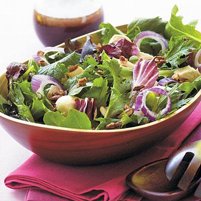 Рецепт Салат из куриной грудки, зелени и ягодного соуса
