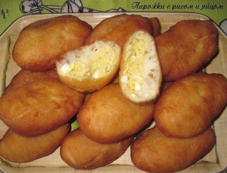 Рецепт Золотистые пирожки с рисом и яйцом