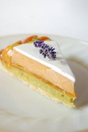 Рецепт Абрикосовый торт с лавандой и запечённым фисташковым кремом