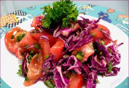 Рецепт Салат с солеными огурцами и краснокочанной капустой