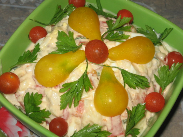 картофельный салат с помидорами