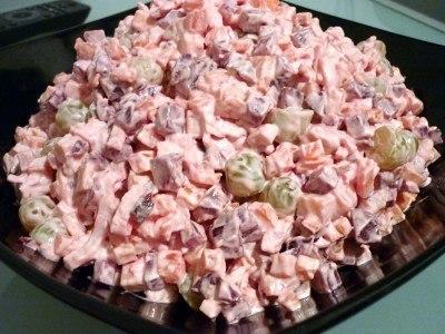 Салат с крабовыми палочками и свеклой
