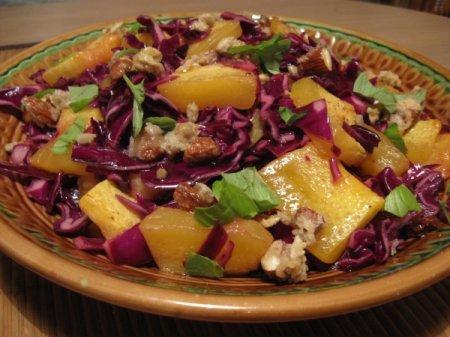 Рецепт Салат из краснокочанной капусты с тыквой и орехами