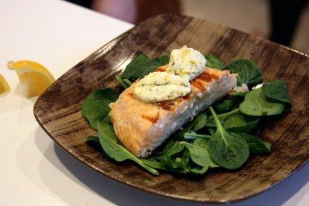 Рецепт Жаренный лосось с пряным маслом и лимоном