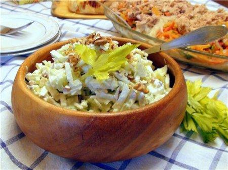 Рецепт Вальдорфский салат из стеблей сельдерея и яблок