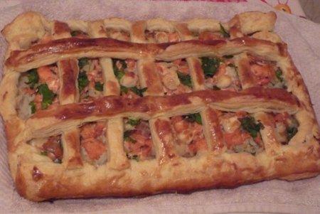 Рецепт Пирог из слоеного теста с рыбой и рисом