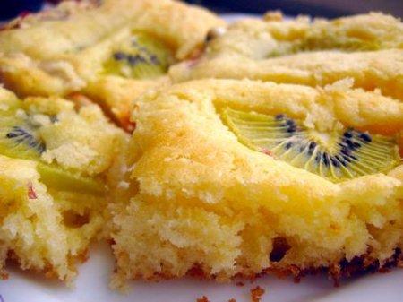 Рецепт Бисквит с киви и арахисом