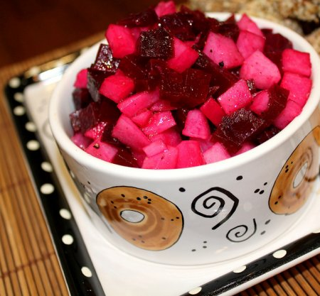 Салат из дайкона и свеклы