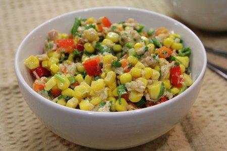 Рецепт Салат с кукурузой и тунцом