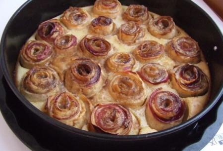 Рецепт Шарлотка с «розами»
