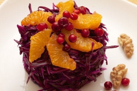 Рецепт Витаминный салат из краснокочанной капусты