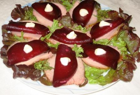 Рецепт Закуска из свеклы с хреном и свиного балыка