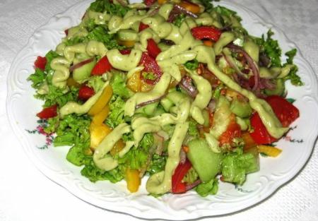 Рецепт Овощной салат с соусом из авокадо