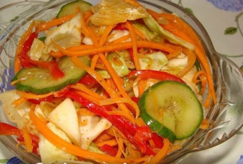 Китайский салат с огурцами и морковью