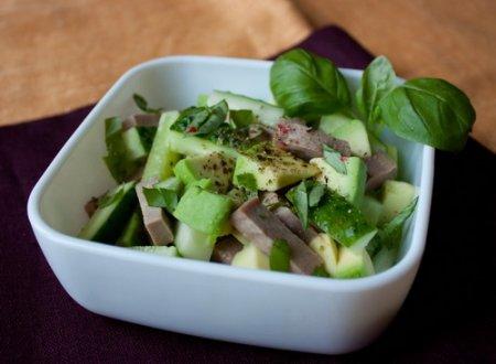 Салат с языком и авокадо