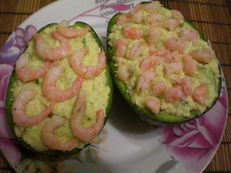 Рецепт Салат из авокадо, огурца, сельдерея и креветок