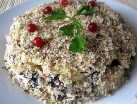 Рецепт Салат слоеный с черносливом «Увертюра»