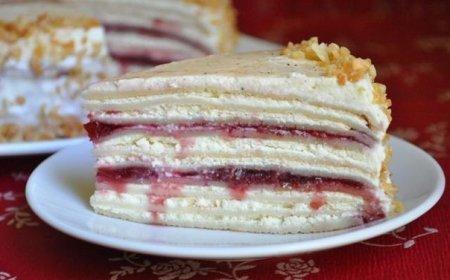 Рецепт Сливочно-творожный блинный торт с вишневым джемом