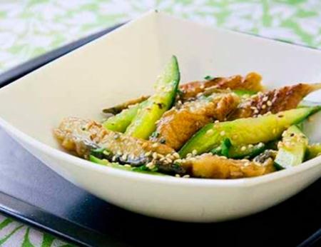 Рецепт Салат из копченого угря и огурцов с вассаби