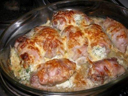 Рецепт Куриные рулетики, фаршированные яйцом, сыром и зеленью