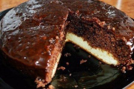 Рецепт Шоколадный пирог с нежным творожным дном (в мультиварке)