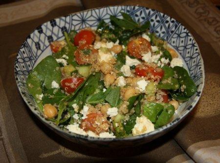 Рецепт Салат из киноа с турецким горохом