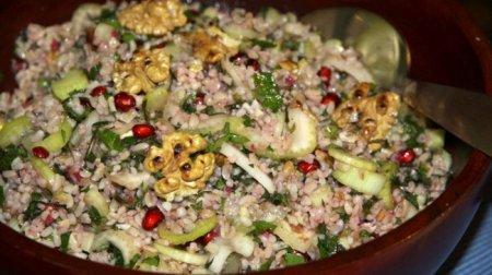 Рецепт Салат из булгура с грецкими орехами и зернами граната