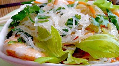 Рецепт Азиатский салат из «стеклянной» лапши с креветками