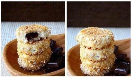 Рецепт Сырники с шоколадной начинкой в панировке из овсяных хлопьев