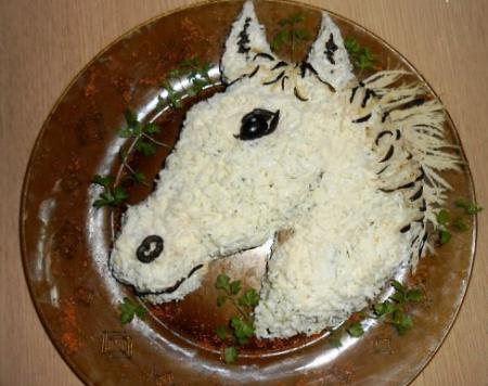 """Рецепт Новогодний салат """"Белая сказочная лошадь"""""""