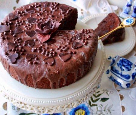Рецепт Шоколадный торт с финиками и орехами