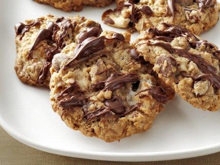 Рецепт Овсяное печенье с зефиром, орехами и шоколадом